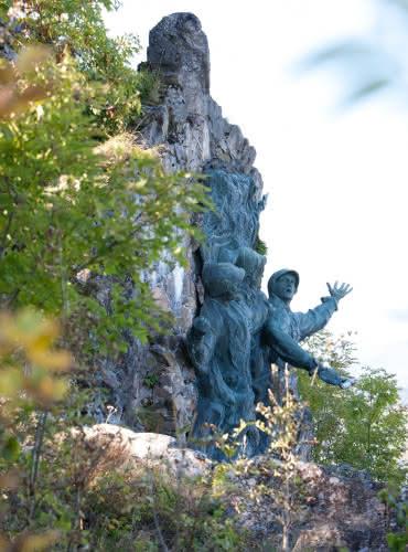 Monument aux Diables Rouges - Vieil Armand - Hartmannswillerkopf