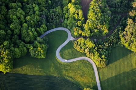 Route sinueuse dans le Sundgau