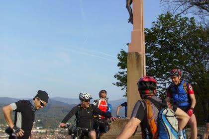 Mountainbiken rund im das Missionskreuz